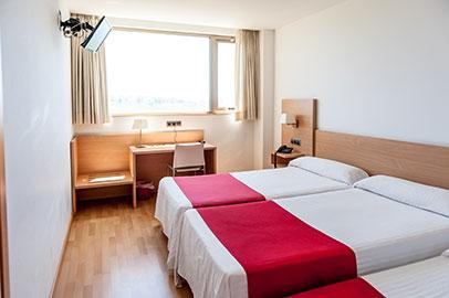 habitacion triple hotel bag